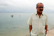 João Ubaldo passeando na ilha de Itaparica